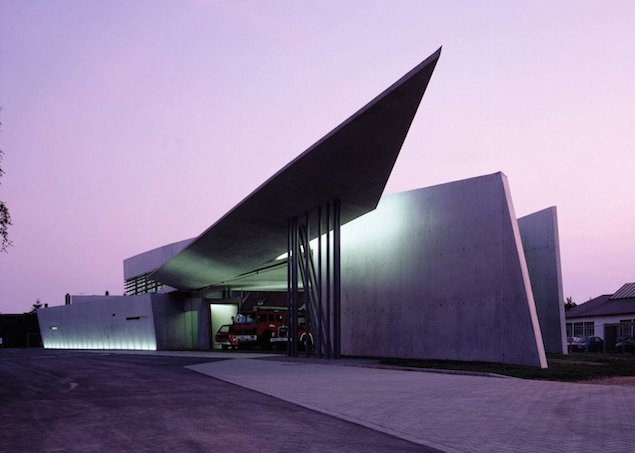 zaha hadid retour sur un monument de l architecture. Black Bedroom Furniture Sets. Home Design Ideas